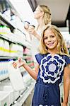 Mother and daughter in grocery store Stock Photo - Premium Royalty-Free, Artist: photo division, Code: 649-06717219