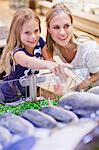 Mother and daughter in grocery store Stock Photo - Premium Royalty-Free, Artist: Blend Images, Code: 649-06717227