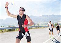 runner (male) - Runner spraying himself with water in race Stock Photo - Premium Royalty-Freenull, Code: 6113-06753962