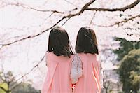 Female twins holding hands looking away Stock Photo - Premium Rights-Managednull, Code: 859-06808391