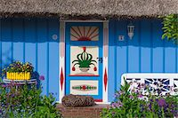 quaint house - Idyllic house with ornate door and thatched roof, Zingst, Fischland-Darss-Zingst, Coast of the Baltic Sea, Mecklenburg-Western Pomerania, Germany, Europe Stock Photo - Premium Rights-Managednull, Code: 700-06892491