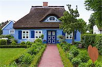 quaint house - Traditional house with thatched roof and garden in Born, Fischland-Darss-Zingst, Coast of the Baltic Sea, Mecklenburg-Western Pomerania, Germany, Europe Stock Photo - Premium Rights-Managednull, Code: 700-06892498