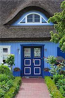 quaint house - Traditional house with thatched roof and garden in Born, Fischland-Darss-Zingst, Coast of the Baltic Sea, Mecklenburg-Western Pomerania, Germany, Europe Stock Photo - Premium Rights-Managednull, Code: 700-06892499
