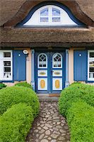 quaint house - Traditional house with thatched roof in Born, Fischland-Darss-Zingst, Coast of the Baltic Sea, Mecklenburg-Western Pomerania, Germany, Europe Stock Photo - Premium Rights-Managednull, Code: 700-06892502