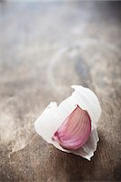 A clove of garlic on a wooden surface Stock Photo - Premium Royalty-Freenull, Code: 659-06901791