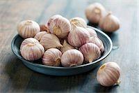 Two Garlic Bulbs; One Broken Stock Photo - Premium Royalty-Freenull, Code: 659-06902689