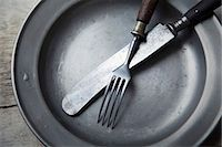 A tin plate with silver cutlery Stock Photo - Premium Royalty-Freenull, Code: 659-06903252