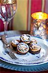 Mince pies dusted with icing sugar Stock Photo - Premium Royalty-Free, Artist: Michael Alberstat, Code: 659-06903797