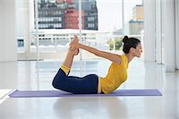 stretching (people exercising) - Woman exercising on exercise mat in a gym Stock Photo - Premium Royalty-Freenull, Code: 6108-06906926