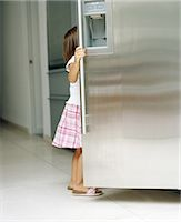 fridge - Girl (3-5) looking in fridge, side view Stock Photo - Premium Royalty-Freenull, Code: 6106-06978100