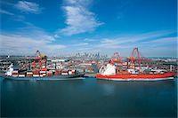 ships at sea - Container-Loading Bridges loading Ship Stock Photo - Premium Royalty-Freenull, Code: 6106-07015854