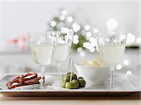 White wine spritzer in wine glasses with nibbles Stock Photo - Premium Royalty-Freenull, Code: 659-07027802
