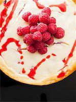 New York Cheesecake with raspberry sauce and raspberries Stock Photo - Premium Royalty-Freenull, Code: 659-07028048