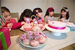 Fairy cakes at girl's birthday party Stock Photo - Premium Royalty-Free, Artist: Beth Dixson, Code: 614-07032037