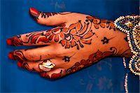 ring hand woman - Wedding henna decorations on hands Stock Photo - Premium Royalty-Freenull, Code: 6106-07070715