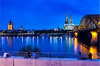 Rhine bridge and Cathedral of Cologne above the River Rhine at night, Cologne, North Rhine bridge and Cathedral of Cologne above the River Rhine at night, Cologne, North Rhine-Westphalia, Germany, Europe Stock Photo - Premium Rights-Managednull, Code: 841-07083489