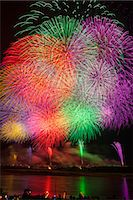 exploding - Nagaoka Fireworks Festival Stock Photo - Premium Royalty-Freenull, Code: 622-07118050