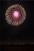 exploding - Nagaoka Fireworks Festival Stock Photo - Premium Royalty-Freenull, Code: 622-07118055