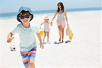 family  fun  outside - Smiling boy running on beach Stock Photo - Premium Royalty-Freenull, Code: 6113-07147752