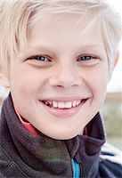 preteen  smile  one  alone - Close-up portrait of boy smiling Stock Photo - Premium Royalty-Freenull, Code: 698-07158551