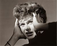 people in panic - 1950s SCARED FRIGHTENED WOMAN WITH HANDS TO HEAD Stock Photo - Premium Rights-Managednull, Code: 846-07200055
