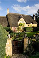 quaint house - Thatched cottage in Chipping Campden, The Cotswolds, Gloucestershire, United Kingdom Stock Photo - Premium Rights-Managednull, Code: 841-07201858