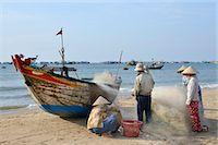 five people - Fishing village, Mui Ne, Vietnam, Indochina, Southeast Asia, Asia Stock Photo - Premium Rights-Managednull, Code: 841-07205073