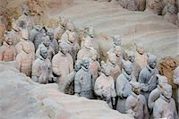 exhibition - Infantry men figures in Pit 1 at Qin Museum, exhibition halls of Terracotta Warriors, Xian, China Stock Photo - Premium Rights-Managednull, Code: 841-07457189