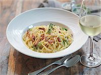 Linguini carbonara made with smoked pancetta, fresh eggs, nutmeg, cream, parmesan cheese and black pepper Stock Photo - Premium Royalty-Freenull, Code: 649-07520373