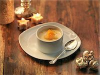 Clementine and ginger posset with festive decorations Stock Photo - Premium Royalty-Freenull, Code: 649-07520379
