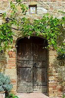 Ancient doorway and religious painting at Il Rigo agritourismo hotel and farmhouse, San Quirico d'Orcia, in Val D'Orcia area Tuscany, Italy Stock Photo - Premium Rights-Managednull, Code: 841-07540596