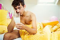 Hungover man drinking concoction in bed the morning after a party Stock Photo - Premium Royalty-Freenull, Code: 6113-07542982