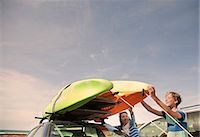 family  fun  outside - Mother and son stacking kayaks on top of car Stock Photo - Premium Royalty-Freenull, Code: 649-07585669