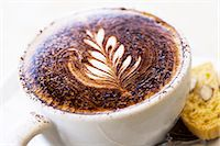 queensland - Fresh cappuccino coffee with leaf pattern on milk Stock Photo - Premium Royalty-Freenull, Code: 6106-07594136