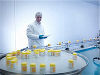 pharmaceutical plant - Worker inspecting packaging in pharmaceutical factory Stock Photo - Premium Royalty-Freenull, Code: 649-07596687