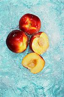 Peaches, whole and halved, in water Stock Photo - Premium Royalty-Freenull, Code: 659-07597426