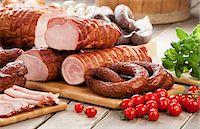 smoked - Assorted sausages and ham, cherry tomatoes, basil and garlic Stock Photo - Premium Royalty-Freenull, Code: 659-07597658