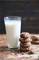 Oat cookies and a glass of milk Stock Photo - Premium Royalty-Freenull, Code: 659-07610072