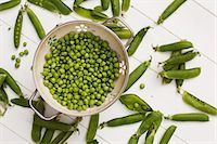 release - Freshly shelled peas in a colander Stock Photo - Premium Royalty-Freenull, Code: 659-07610136
