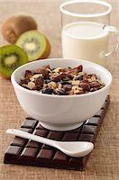 Chocolate muesli Stock Photo - Premium Royalty-Freenull, Code: 652-07655294