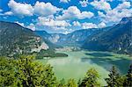 Austria, Osterreich. Upper Austria, Oberosterreich. Hallstattersee lake.