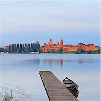 Italy, Lombardy, Mantova district, Mantua, View towards the town and Lago Inferiore, Mincio river. Stock Photo - Premium Rights-Managednull, Code: 862-07690164