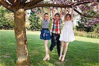 preteen girl - Children swinging from tree in backyard Stock Photo - Premium Royalty-Freenull, Code: 6122-07700138