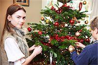 Children decorating Christmas tree Stock Photo - Premium Royalty-Freenull, Code: 6122-07704868