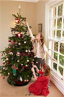 Children decorating Christmas tree Stock Photo - Premium Royalty-Freenull, Code: 6122-07704871