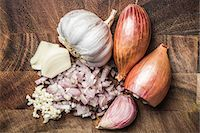 Ingredients for making green curry paste - onion, garlic Stock Photo - Premium Royalty-Freenull, Code: 649-07710501