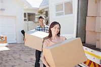 Couple carrying boxes from moving van Stock Photo - Premium Royalty-Freenull, Code: 635-07763031