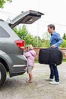 Father and daughter getting ready for road trip Stock Photo - Premium Royalty-Freenull, Code: 698-07812975