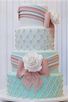 sweet   no people - A splendid wedding cake with white roses Stock Photo - Premium Royalty-Freenull, Code: 659-07959851