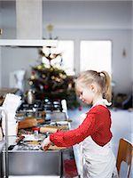 stove - Girl preparing cookies Stock Photo - Premium Royalty-Freenull, Code: 6102-08001141